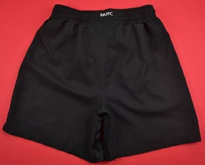 MANCHESTER UNITED SHORTS XL. BOYS